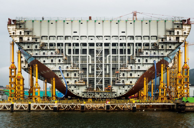 containership building